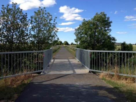 All streams and ditches are crossed with serious bike-bridges.