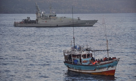 An Australian navy vessel intercepting an asylum seeker boat in 2013. (Scott Fisher/AAP)