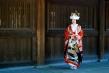 A bride awaits her wedding, Meiji Shrine (明治神宮, Meiji Jingū)