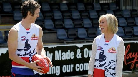 Bulldogs star Robert Murphy kicks the footy with Opposition Leader Daniel Andrews' wife Catherine in Ballarat. (Photo: Andrew Henshaw/Herald Sun)