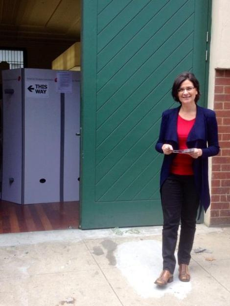 I'm down at Drill Hall early voting centre. Early voting's open all the way until election-eve. (Via Jennifer Kanis Twitter)