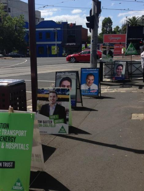 More signs than people at the Caulfield early voting centre. Any centres particularly busy today? (Via Farrah Tomazin Twitter)