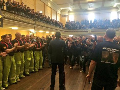 Labor just announced 450 extra firefighters, presumptive legislation & review of Fiskville (Via Luke Hilakari Twitter)