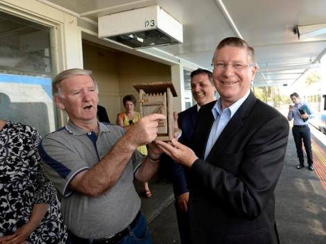 Doug Johnson gifts the Premier a Dunny. (Via Justin McManus/The Age Twitter)