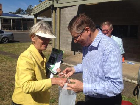 Denis craftily bribes Greens volunteer at Heywood, south-west Vic, with lollies. She chose a green one (Via Tony Wright Twitter)