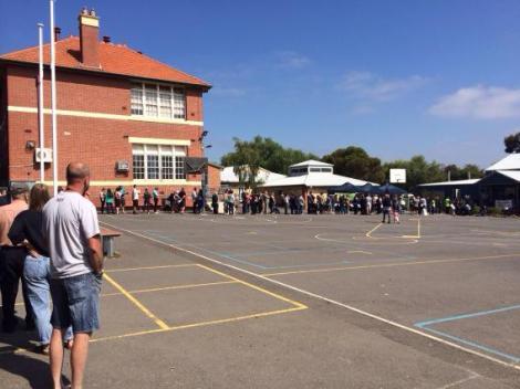Enourmous queue in Thornbury with a 45 minute wait (Via Jenny Mikakos MP Twitter)