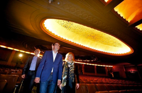 Opposition leader Daniel Andrews and wife Catherine Andrews visit the Palais (Photo: Eddie Jim/The Age)