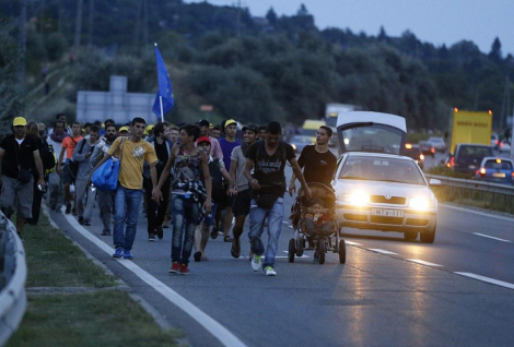 Refugees walk from Budapest to Austrian border, Friday 4 September 2015 (Photo: AP)
