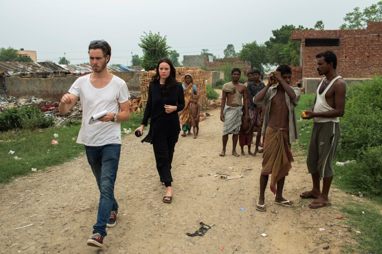 Kelly and volunteer Dylan Barber in Haryana, West Delhi, India (Photo: Matthew Abbott)