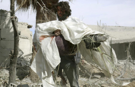 Man carries body of his mother after reported air strikes by forces loyal to Assad;Damascus #Syria (Reuters)