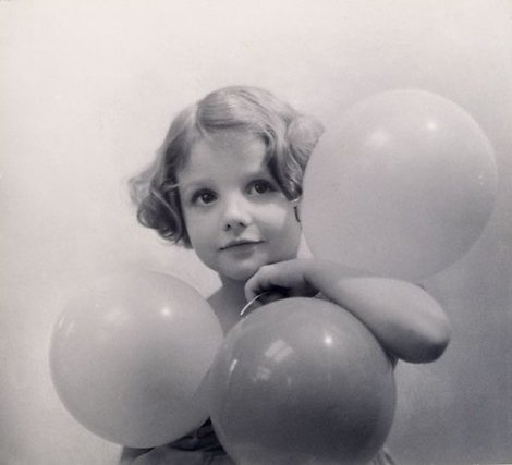Balloons, Angela (1933). By Harold Cazneaux.