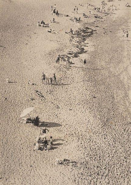Beach scene, Bondi (c1929). By Harold Cazneaux.