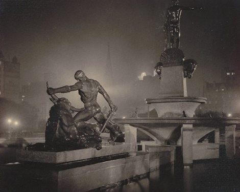 Archibald Fountain, Sydney (1933). By Harold Cazneaux.