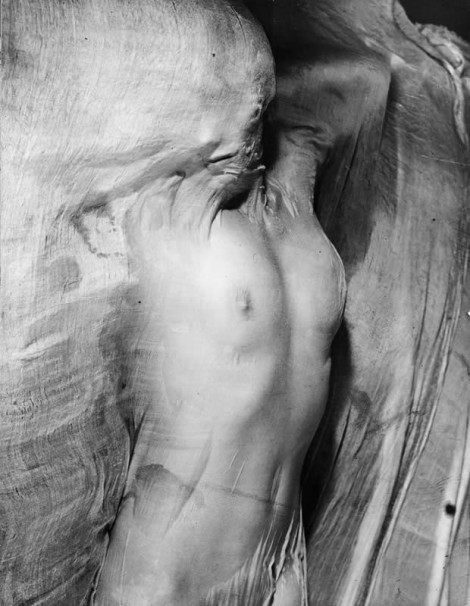 Nude under wet silk, Paris (1937). By Erwin Blumenfeld.