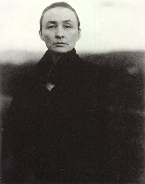 Georgia O'Keeffe. Photo by Alfred Stieglitz (1920).