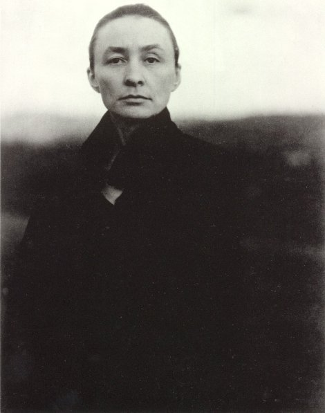Georgia O'Keeffe. Photo by Alfred Stieglitz (1920).