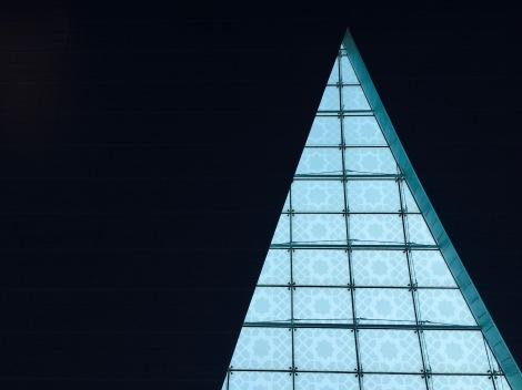 Dubai Airport window (August 2016). By Amy Feldtmann.